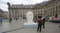 Image 697-3. 'Irma's White Head', 2008, de Jaume Plensa. Place Vendôme, vendredi 19 octobre 2012. [121019_3264_513]