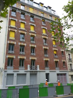 Image 1224-6. Paris 13e, boulevard Vincent-Auriol, lundi 27/7/2015. Au 146, la rénovation l'immeuble arrive à sa fin. [150727_0184]